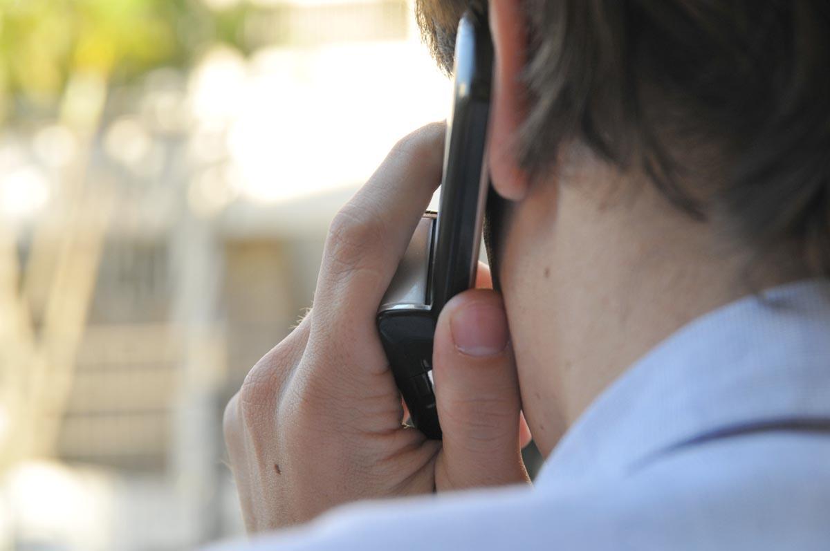 falando-ao-celular